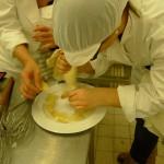 préparation des cornets parmesan
