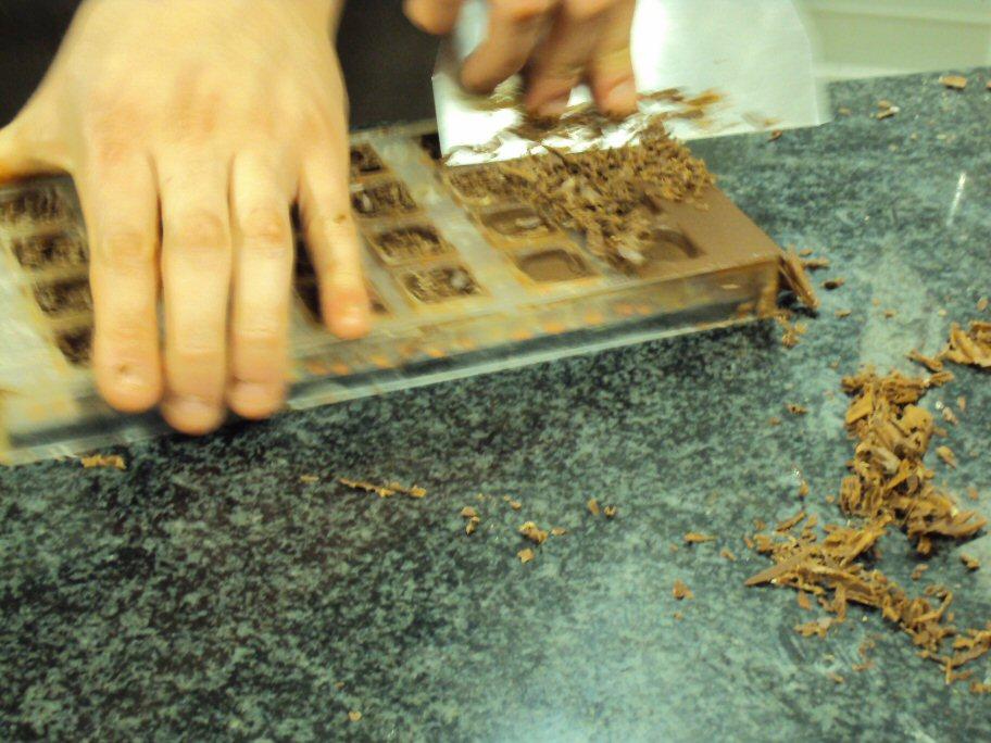 parcours cuisine blog archive nettoyage moule de la couche de beurre de cacao 0. Black Bedroom Furniture Sets. Home Design Ideas